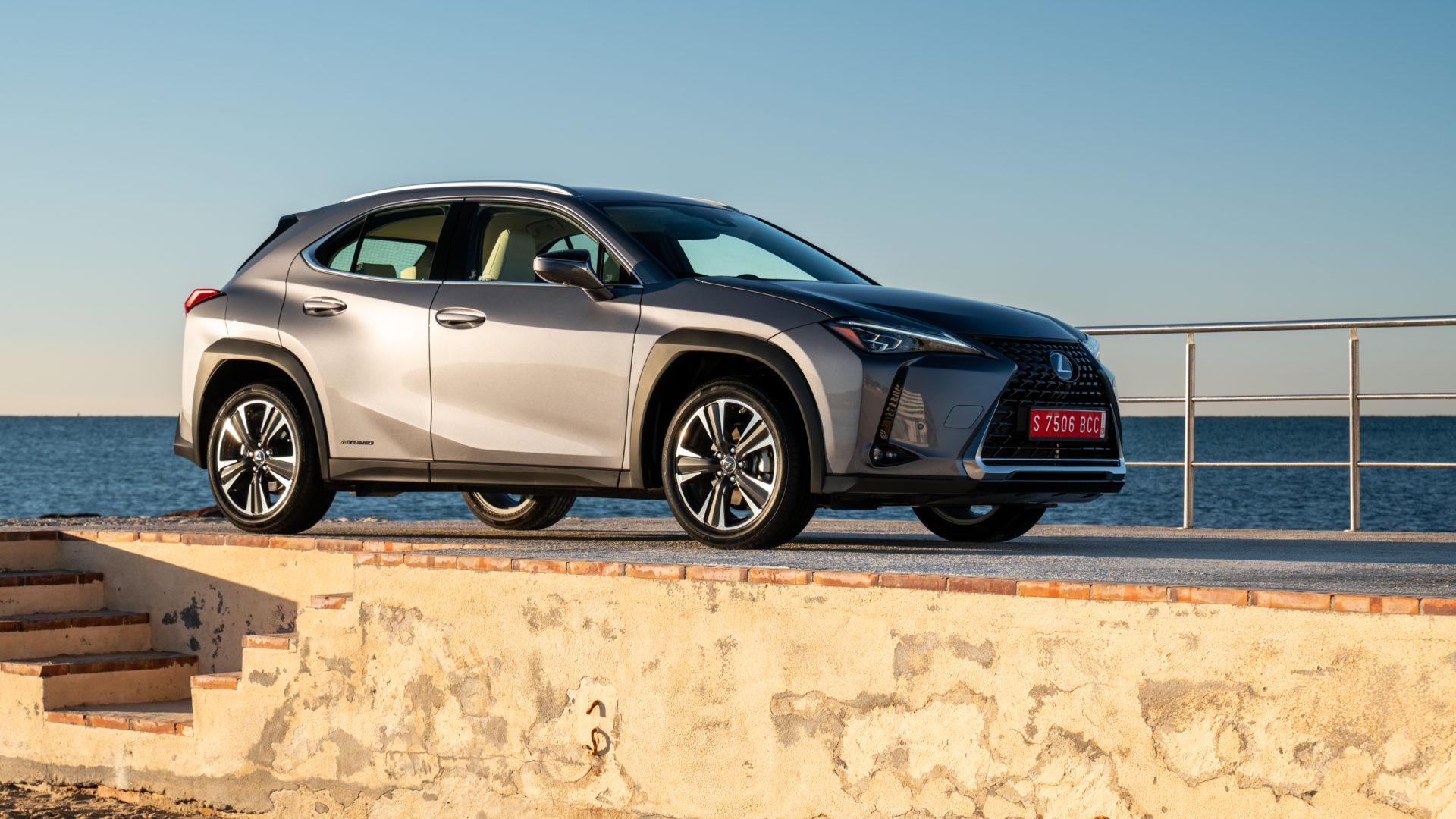 Il nuovo crossover UX Hybrid di Lexus