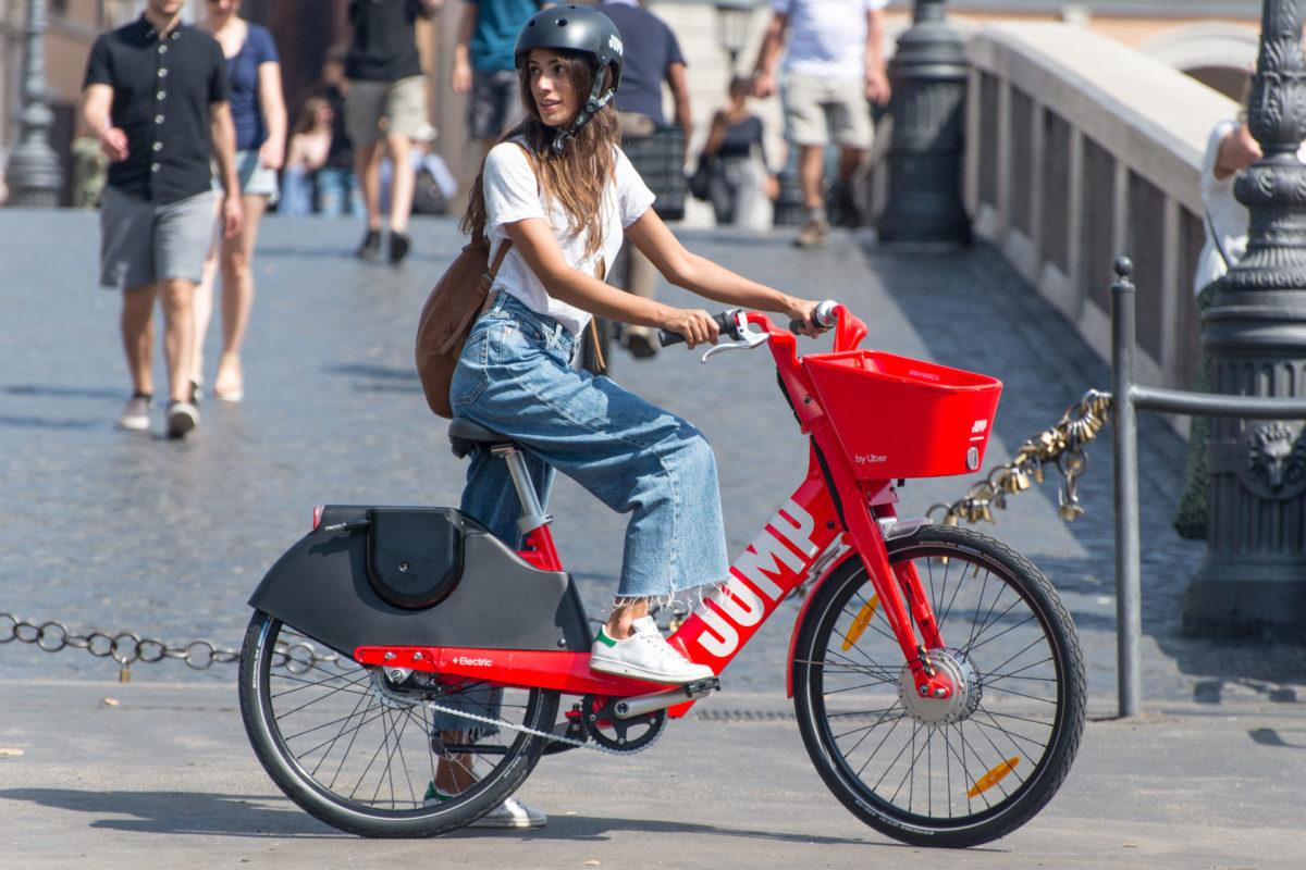 JUMP, a Roma le due ruote elettriche di Uber