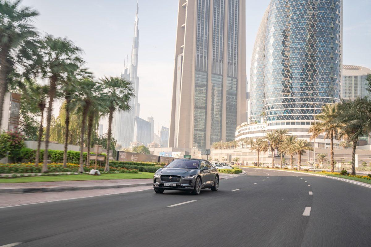 Jaguar I-Pace, il prototipo a guida autonoma a spasso per Dubai