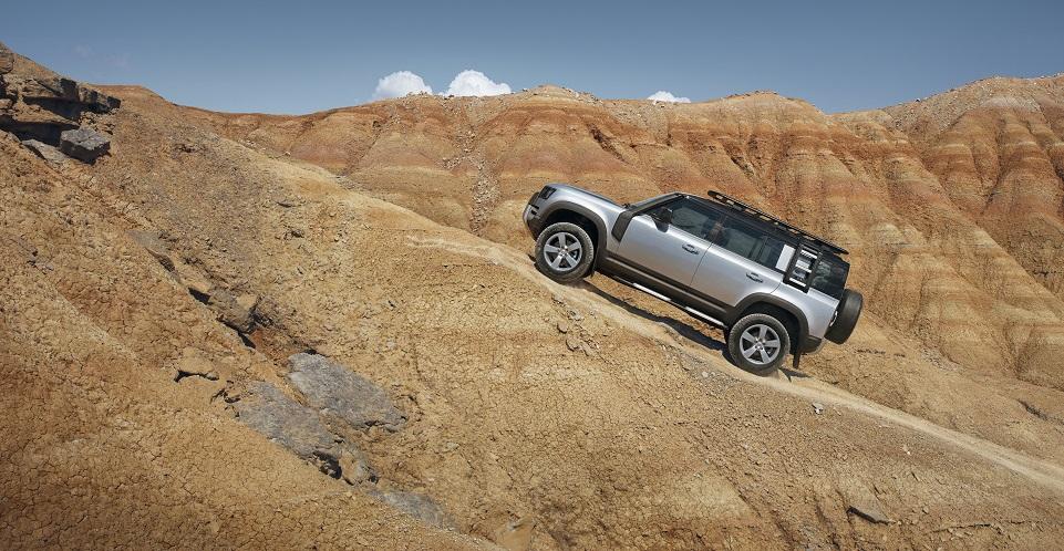 La nuova Land Rover Defender: tecnologia e tradizione