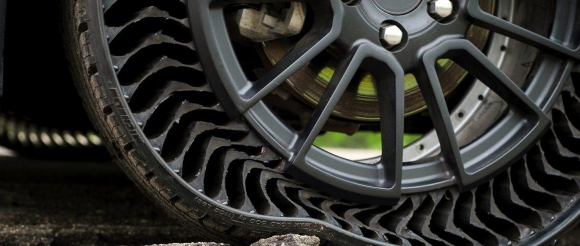 Curiosità al CES: anche gli pneumatici diventano intelligenti (e senz'aria)