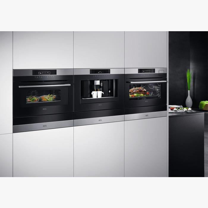 Il nuovo forno compatto e combinato di AEG