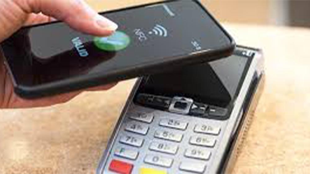 Effetto Covid: quasi metà degli italiani paga solo col digitale