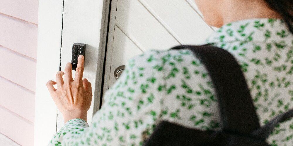 Linus Smart Lock di Yale, il lucchetto intelligente per controllare la propria porta