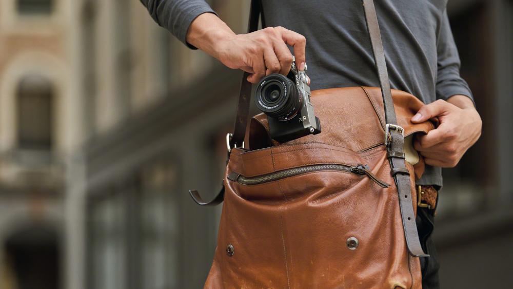 La fotocamera Alpha 7C e il nuovo obiettivo zoom di Sony