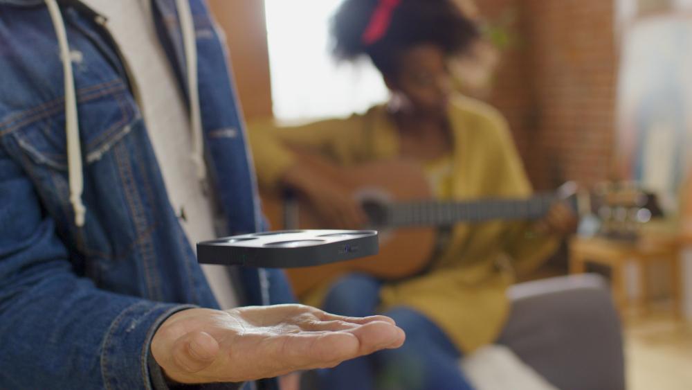 AirPix, i droni tascabili di AirSelfie in arrivo in Italia con Nital