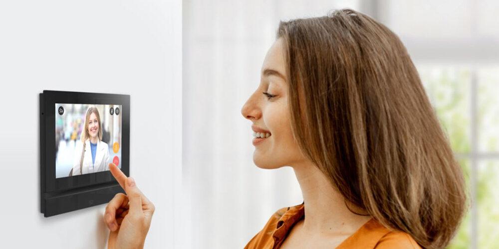 2N Indoor View, l'elegante touchscreen per appartamenti di lusso