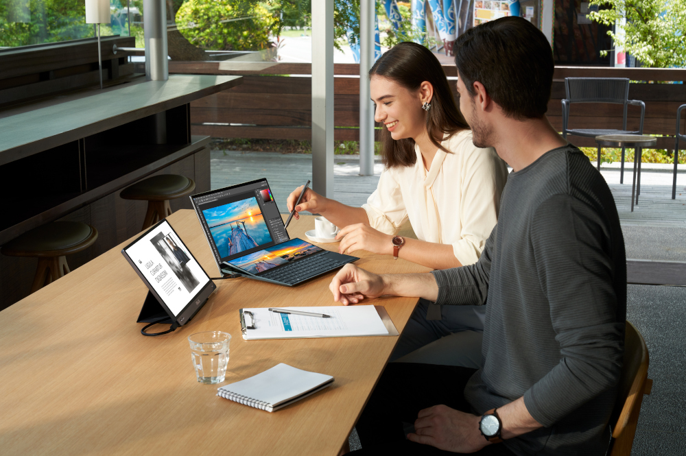 Il notebook ASUS ZenBook Duo 14 (UX482)