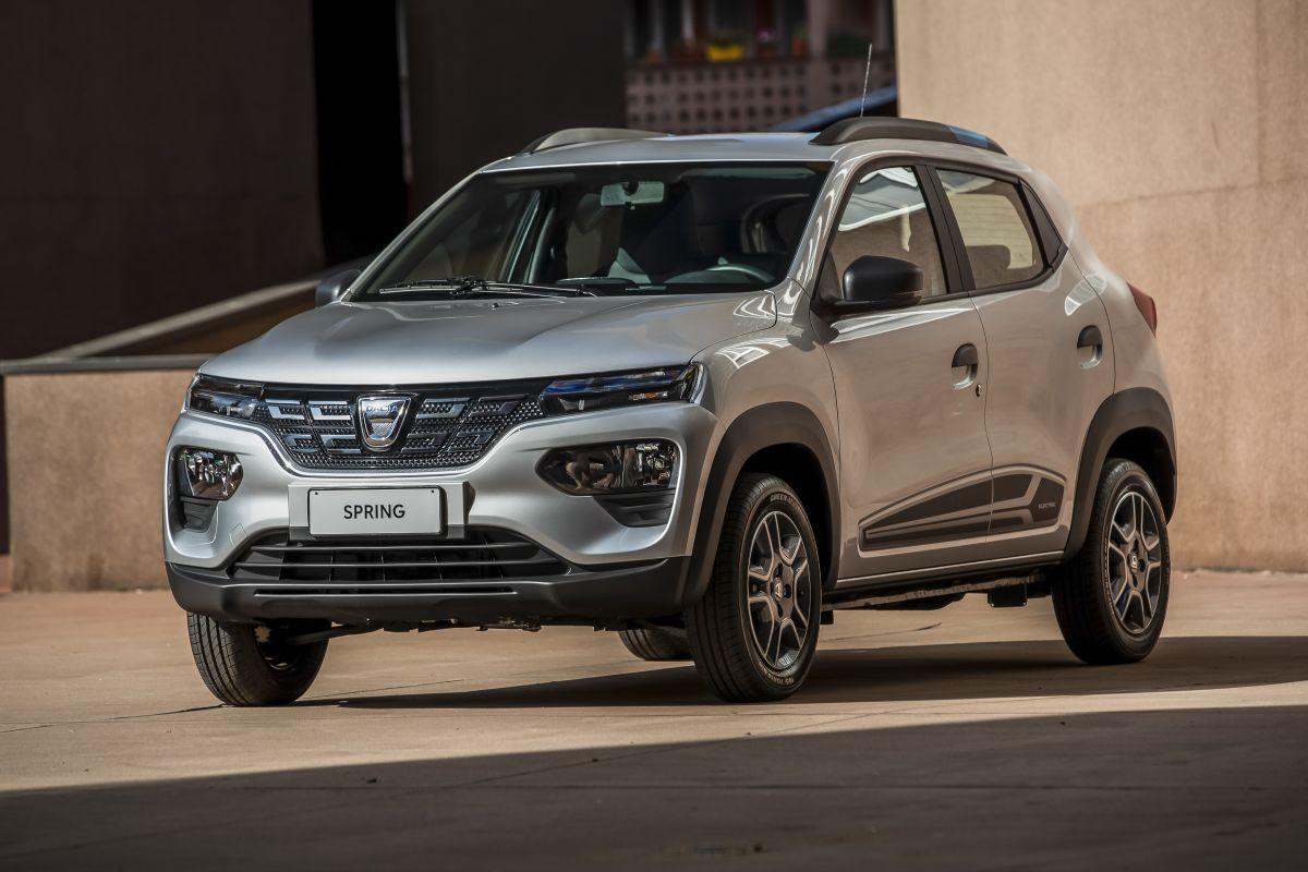 Nuova Dacia Spring 100% elettrica, city car con look da crossover