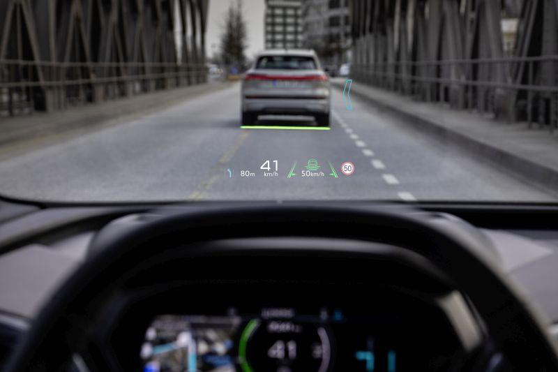 """Audi, su Q4 e-tron """"sesto senso"""" a bordo con realtà aumentata"""