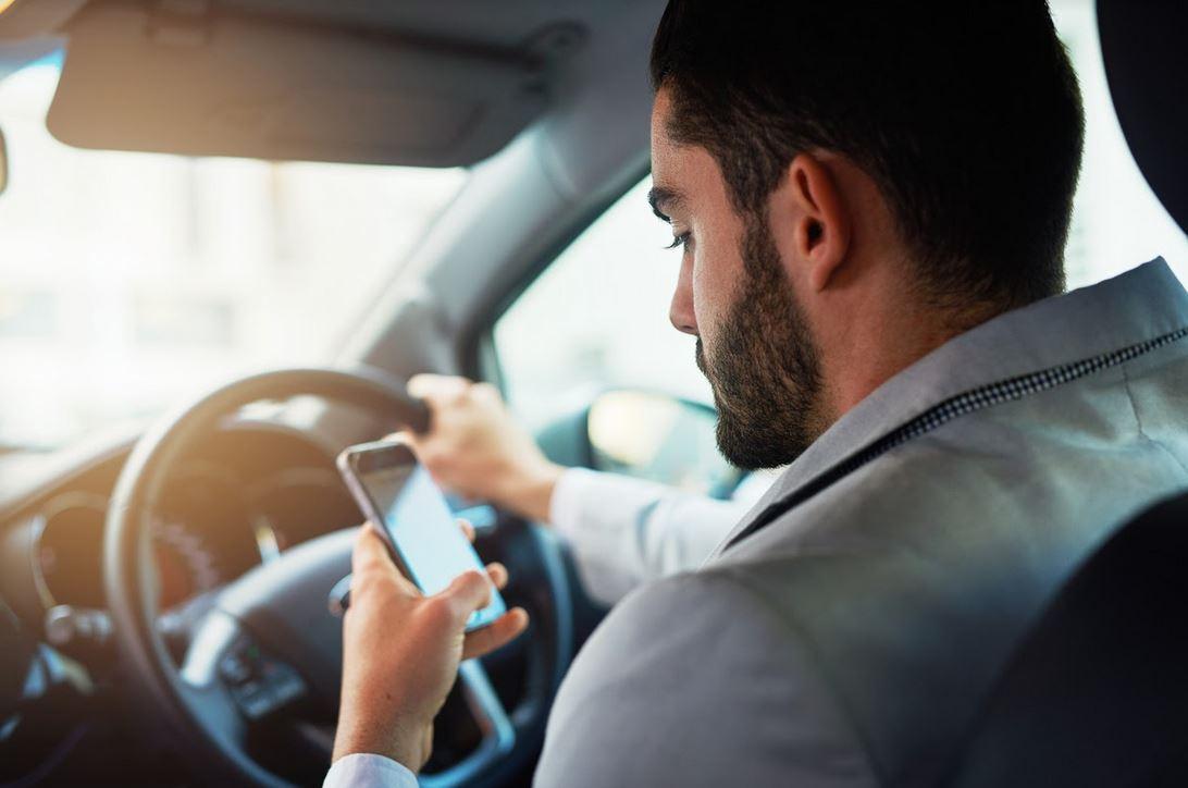 Smartphone alla guida: ecco cosa si rischia