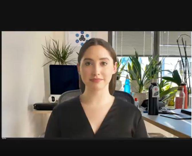 Il video di Sofia, l'assistente virtuale che parla 51 lingue
