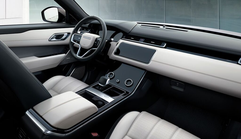 range Rover Velar Auric Edition interni