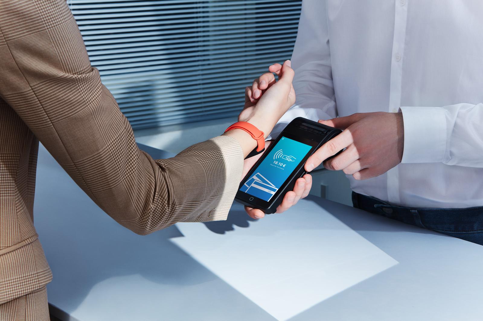 La fitness band Xiaomi Mi Smart Band 6 NFC per pagamenti digitali Nexi